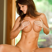 jessica-zelinske-nude-ready-on-the-table-20