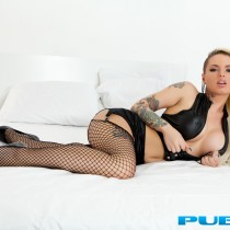christy-mack-nude-bed-seduction-02