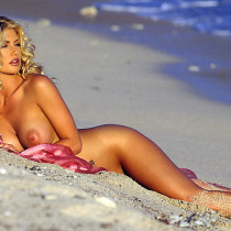 brande-nicole-roderick-nude-playmate-of-the-year-2001-09