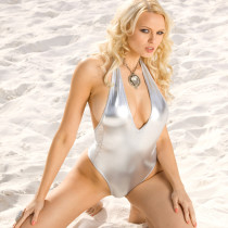 irina-voronina-nude-beach-hottie-01