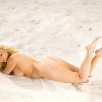irina-voronina-nude-beach-hottie-11