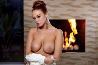 leanna-decker-nude-girl-on-fire (12)