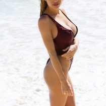 dani-mathers-nude-day-in-cabo-01