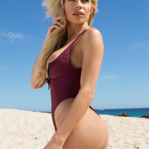 dani-mathers-nude-day-in-cabo-09
