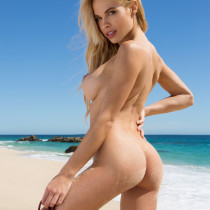 dani-mathers-nude-day-in-cabo-17