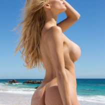 dani-mathers-nude-day-in-cabo-18