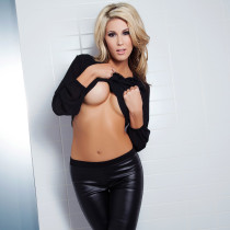 lexi-marlow-nude-all-black-everything-03