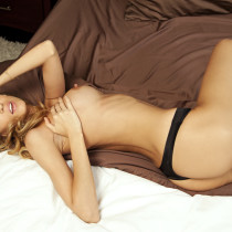 jamie-michelle-nude-come-to-bed-10
