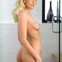 maryann-murray-nude-shower-prep-15