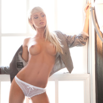 sara-jean-underwood-nude-attack-of-the-show-08