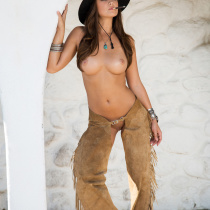 chelsie-aryn-nude-once-upon-west-14