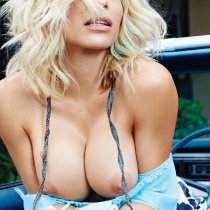 dani-mathers-nude-digher-playmate-of-the-year-2015-08