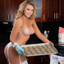 dorothy-grant-nude-cookie-crumbs-09