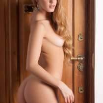 camila-ostende-nude-couch-surfing-18