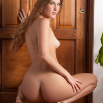 camila-ostende-nude-couch-surfing-19