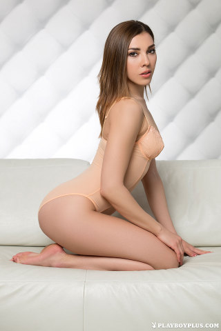 daniela-nude-just-right-02