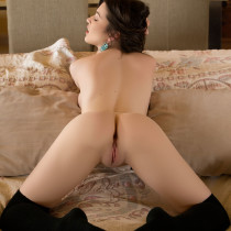 serena-wood-nude-pillow-play-12