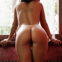 kendra-nude-the-red-tales-09