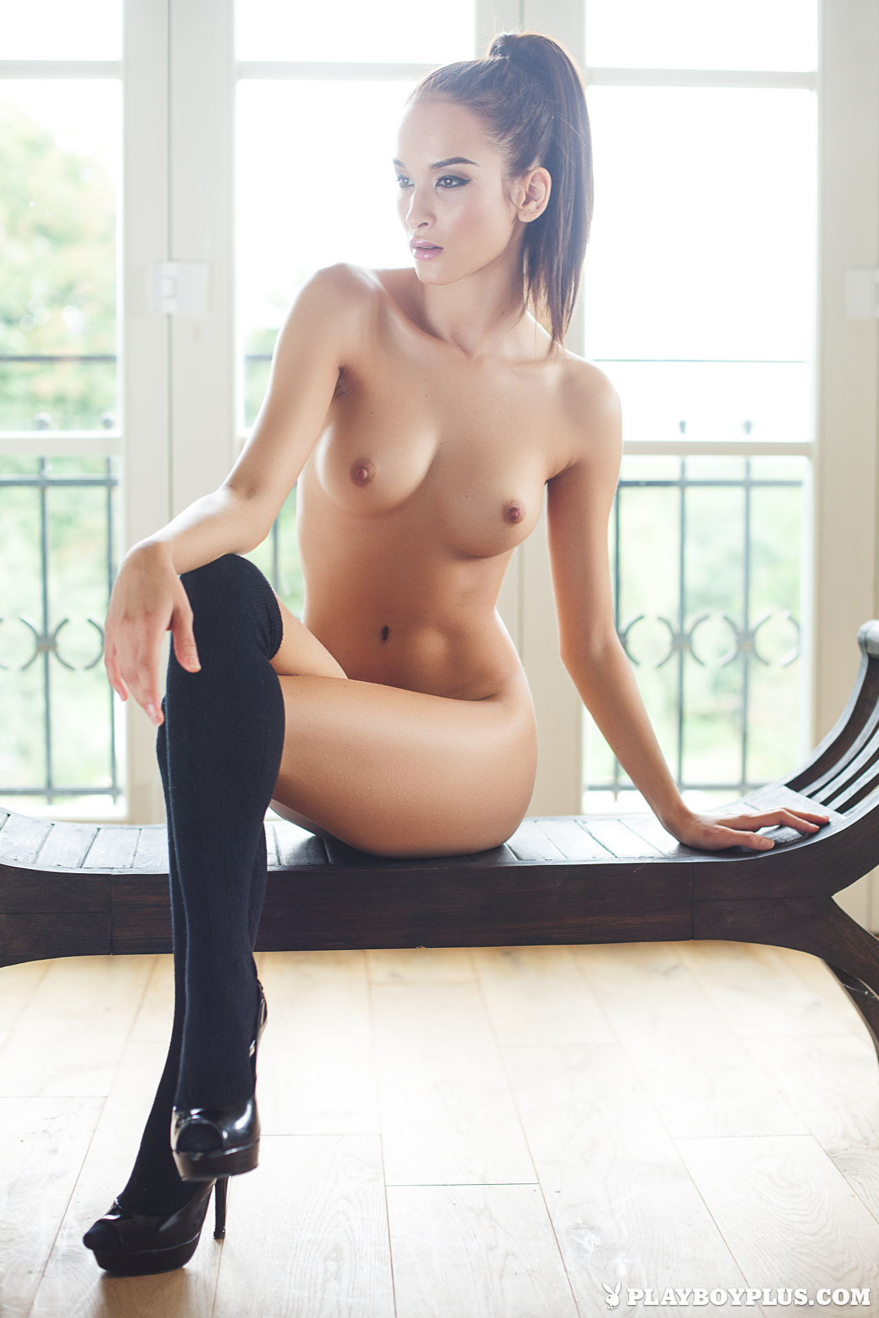 Hot nude lady inter
